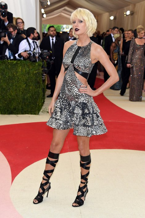 Taylor Swift in Louis Vuitton Source Gety