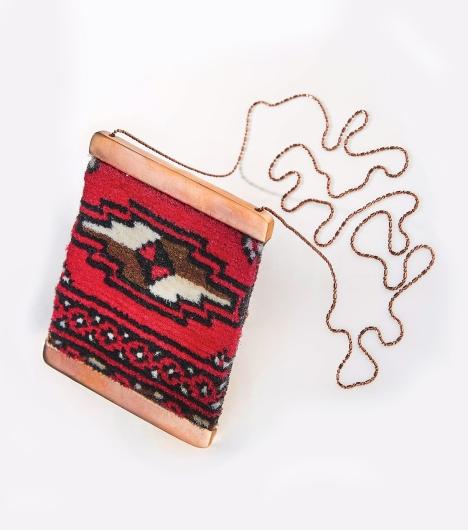 carpet-necklace