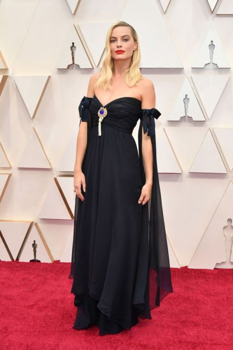 Margot Robbie stuns in vintage Chanel at the 2020 Oscars in Hollywood
